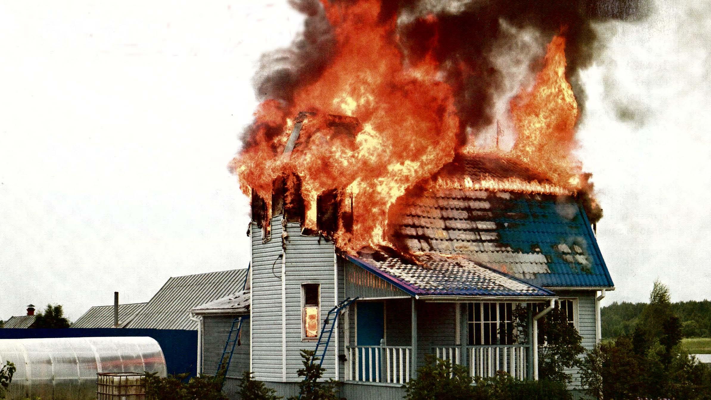 Пожар в загородном доме