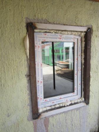 Дом жилой и ремонт не планировался, поэтому сверлили алмазной коронкой со сбором воды пылесосом
