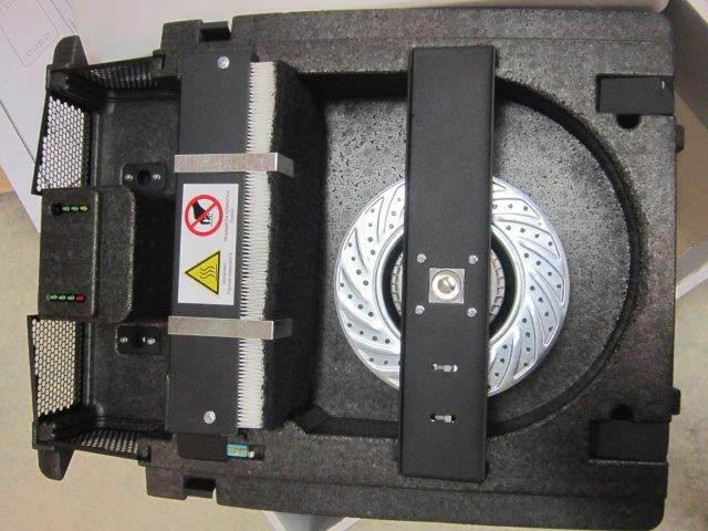 Фильтра в установке. Очищают воздух от пыли, запахов и выхлопных газов.