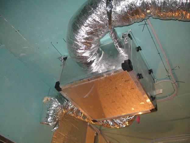 Кондиционер устанавливается на потолке в винном погребе или подсобном помещении