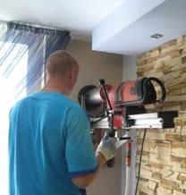 Бурение отверстия в стене без нарушения отделки помещения