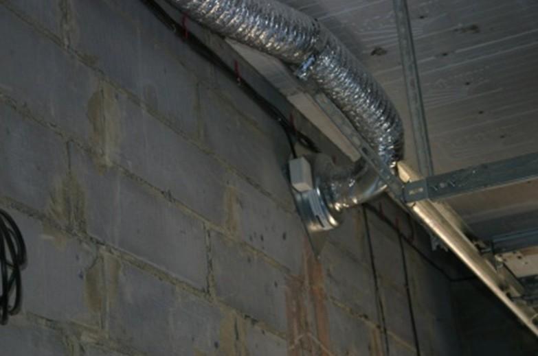 Вытяжной вентилятор в гараже