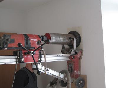 Перед креплением бурильной установки стена подготавливается